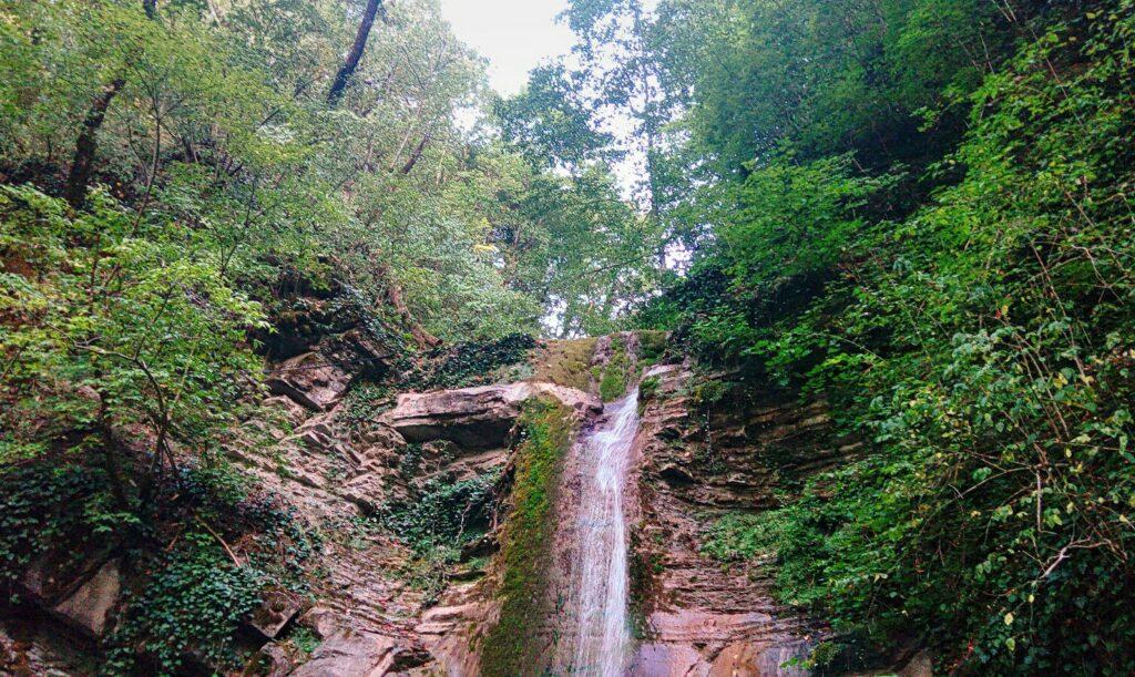 Аше – изумрудные водопады