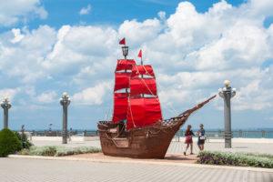 Корабль-памятник «Алые паруса»
