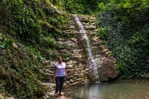 Валентина у водопада